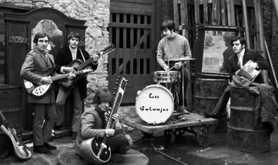 Los Salvajes tocando con amplificadores Sinmarc en un momento del documental