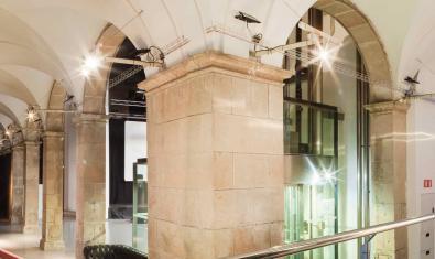Una imatge del claustre de l'Arts Santa Mònica on es van celebrar els concerts