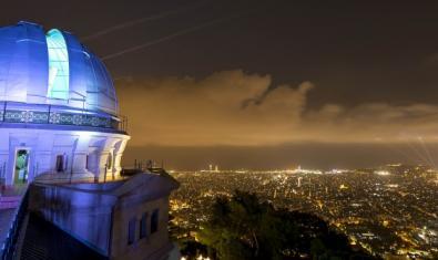 Imatge de l'Observatori Fabra de nit