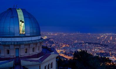 Imagen del Observatorio Fabra de noche