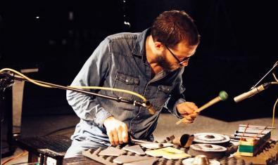 Retrat del percussionista en ple concert