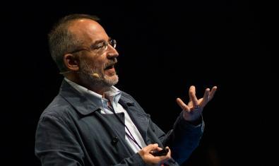 Retrat del científic Stefano Mancuso que protagonitza un vídeo sobre neurobiologia vegetal que trobareu al web del CCCB
