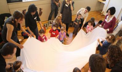 Familias participando en el taller