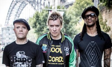 Retrato de grupo de los tres miembros de The Prodigy, una de las cabezas de cartel del festival Cruïlla