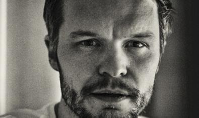 Retrat en blanc i negre i en primer pla del músic suec