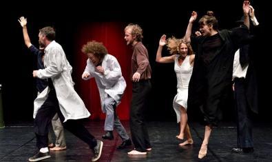 Un grupo de actores durante una de las representaciones