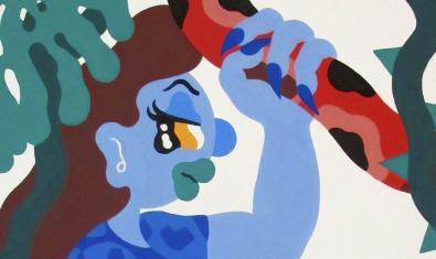 Una de las obras de la exposición muestra una figura femenina de trazos gruesos y vivos colores sujetando una serpiente con una mano