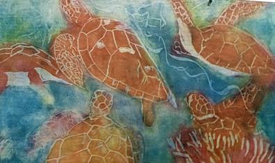 Unas tortugas nadando bajo el agua en una de las pinturas de la artista