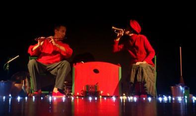 Los dos actores en el escenario