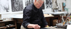 David Lynch trabajando. Fotografía de © Item éditions