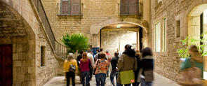 Visitors in the guided tours at the Picasso Museum