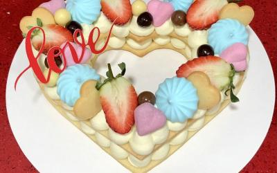 Cristina, la nostra professora de pastisseria del Casal ens fa arribar aquesta maravellosa tarta de galetes de mantega, dellimona amb crema de xocolata blanc i mascarpone.☺️
