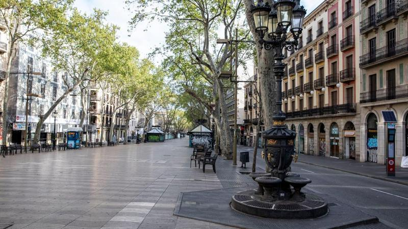 Section of the Rambla at the Canaletes fountain end, totally empty