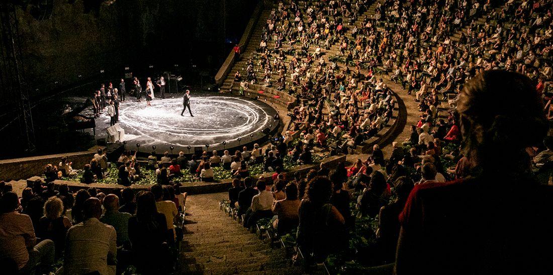 Espectacle inaugural del Festival Grec 2020. © Edu Bayer / Ajuntament de Barcelona
