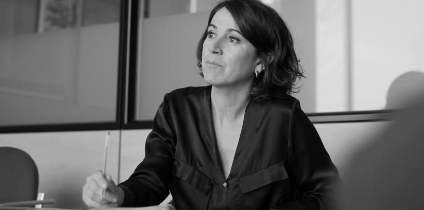 Retrat de Lídia Heredia en una sala de reunions dels estudis de TV3. © Albert Armengol