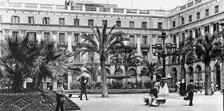 Vista de la plaça Reial el 1893. © Arxiu Fotogràfic de Barcelona / Autor: Hauser i Menet.