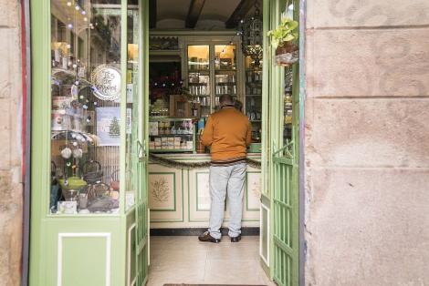 Un comerç obert a Ciutat Vella. © Clara Soler