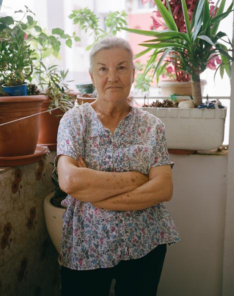 """L'Esperanza va passar de viure en una barraca al Carmel a un pis de Canyelles, que, per ella, """"era un palau... I encara ho és"""". © Myriam Meloni i Arnau Bach"""