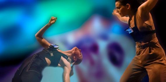 Un moment de l'espectacle de dansa i poesia visual #14::SKYLINE_EXTENDED:: creat per Kònic Thtr. © Kònic Thtr