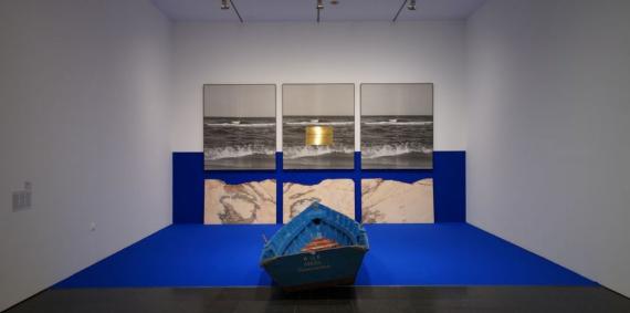 Una de les sales de l'exposició En temps real. La Col·lecció Rafael Tous d'art conceptual al MACBA.