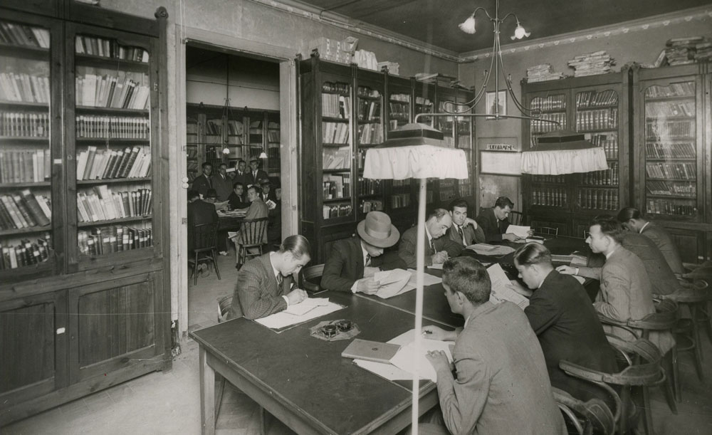 Biblioteca de l'Ateneu Enciclopèdic Popular.