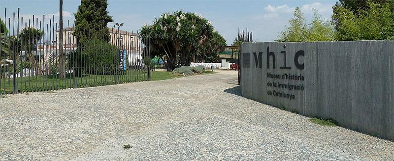 L'edifici de Can Serra allotja el Museu d'Història de la Immigració de Catalunya.