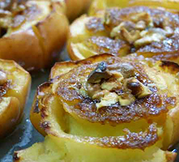 Baked apple flowers with toffee