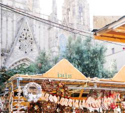 Parada de la Fira de Santa Llúcia amb la Catedral al fons
