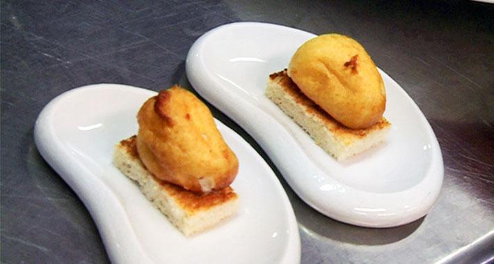 Torrada amb bombó de formatge calent