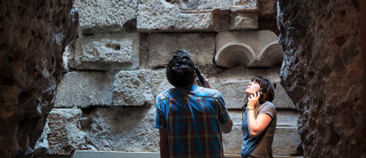 A couple visiting the Roman walls in Barcelona