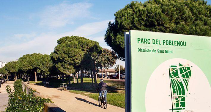 Cartell del parc del Poblenou amb un ciclista