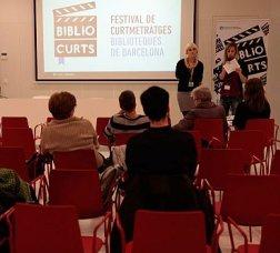 Sala de projecció del festival amb cadires i pantalla