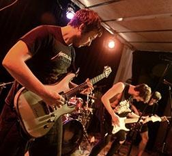 Grupo de música participando en una edición anterior del Festival Brot