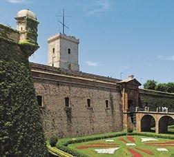 Pont d'accés i façana del Castell de Montjuïc