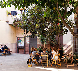 People sitting on the courtyard in the Community centre Pati Llimona