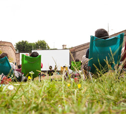 Picture of a screening of a film during the Sala Montjuïc cycle, at Montjuïc Castle