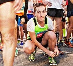 Corredor fent una pausa durant una cursa