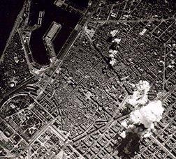Imatge aèria del bombardeig a Barcelona