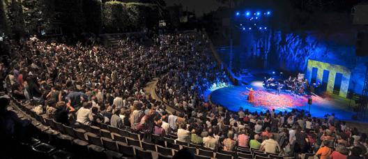 Actuación en el teatro Grec