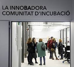 Group of people inside the InnoBA building
