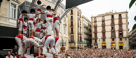 Actuación de los Falcons de Barcelona en la plaza de Sant Jaume