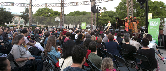 The Sey Sisters concert in a Barcelona park
