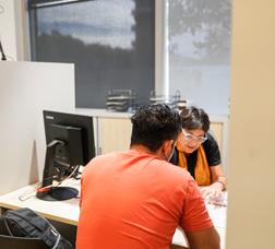 Un usuario hace una consulta en el nuevo SAIER