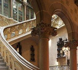 Interior de un edificio modernista