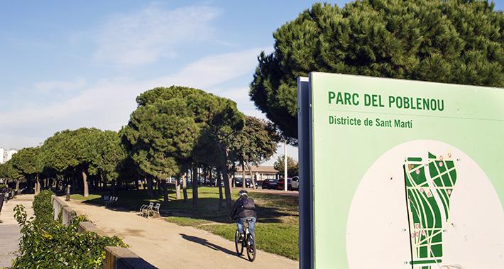 Cartel del parque del Poblenou con un ciclista
