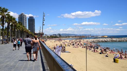 Platja de la Barceloneta des del passeig