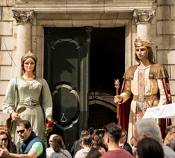 Barcelona's giants welcoming visitors at the Palau de la Virreina