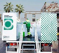 Operador treballant en un punt verd mòbil