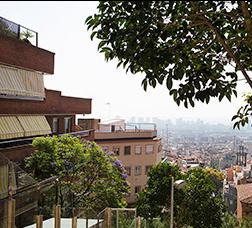 Vista de Barcelona con el cielo congestionado por la polución.