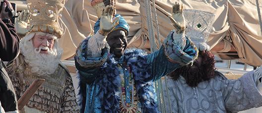 Los Reyes Magos saludan desde el pailebote Santa Eulàlia.